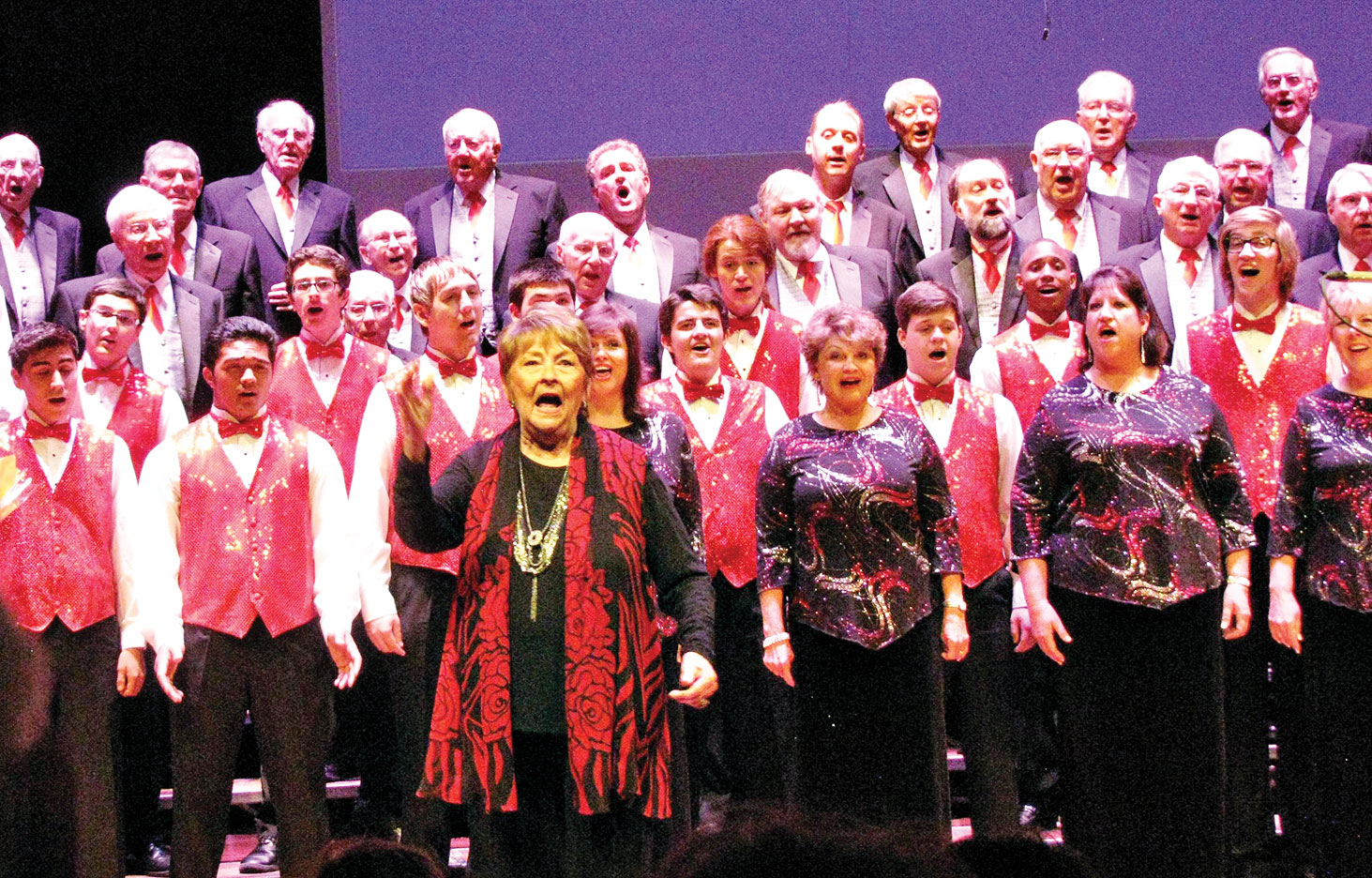 Berlin Goes Barbershop finale – combined ensemble singing his great anthem God Bless America. Photo by Suzanne Bott.