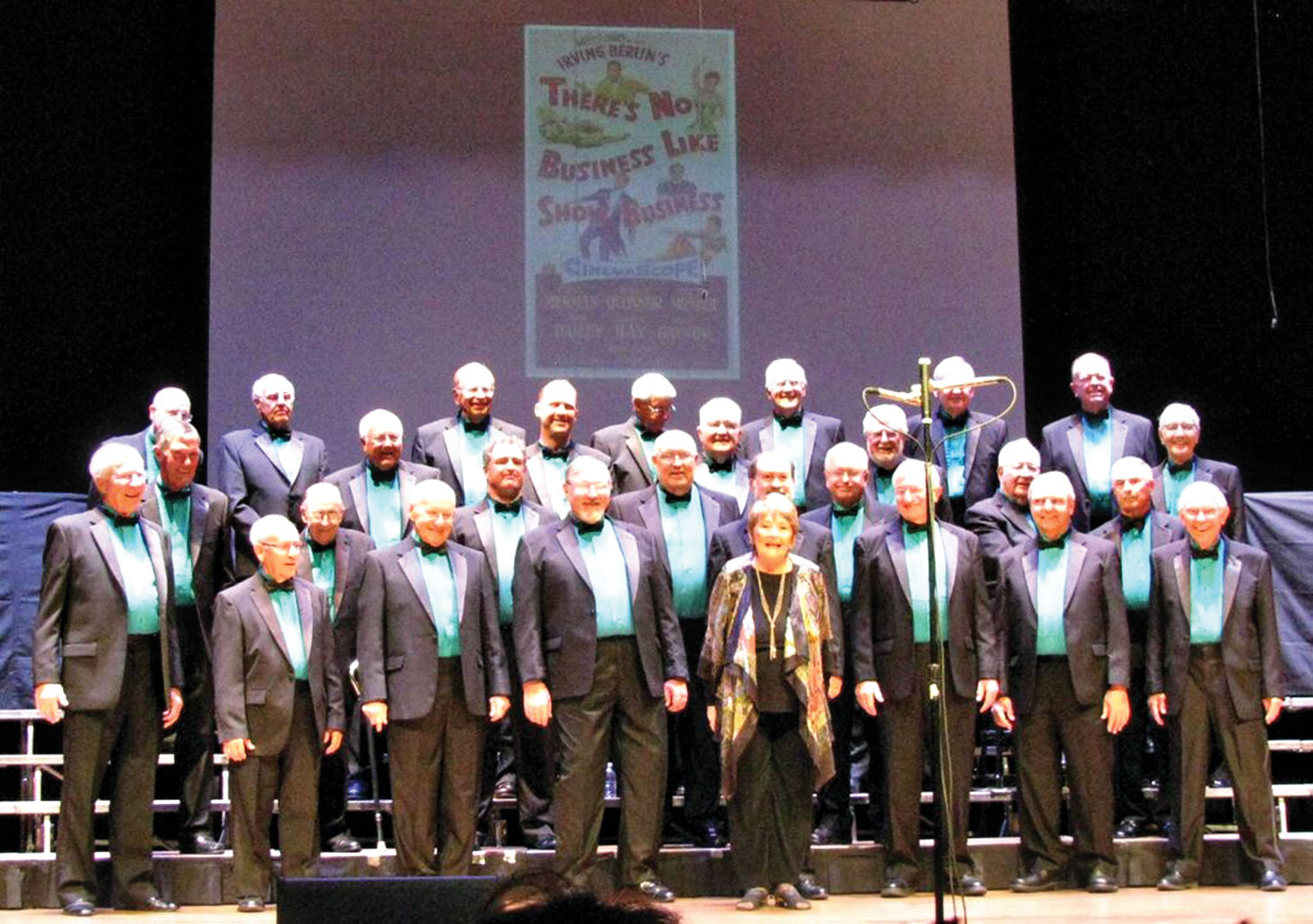 Leader Nancy Bergman and the men of the Canada del Oro Chorus performing last March.