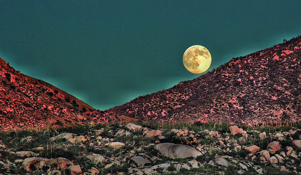 Supermoon over Catalinas taken Friday, August 28 by Unit 9 resident Bill Grinonneau