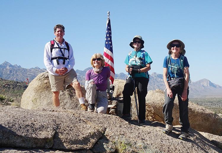Hikers Brian Hand, Bertie Litchfield, Elisabeth Wheeler, and Cheryl Werstler (Photo by Kaori Hashimoto)